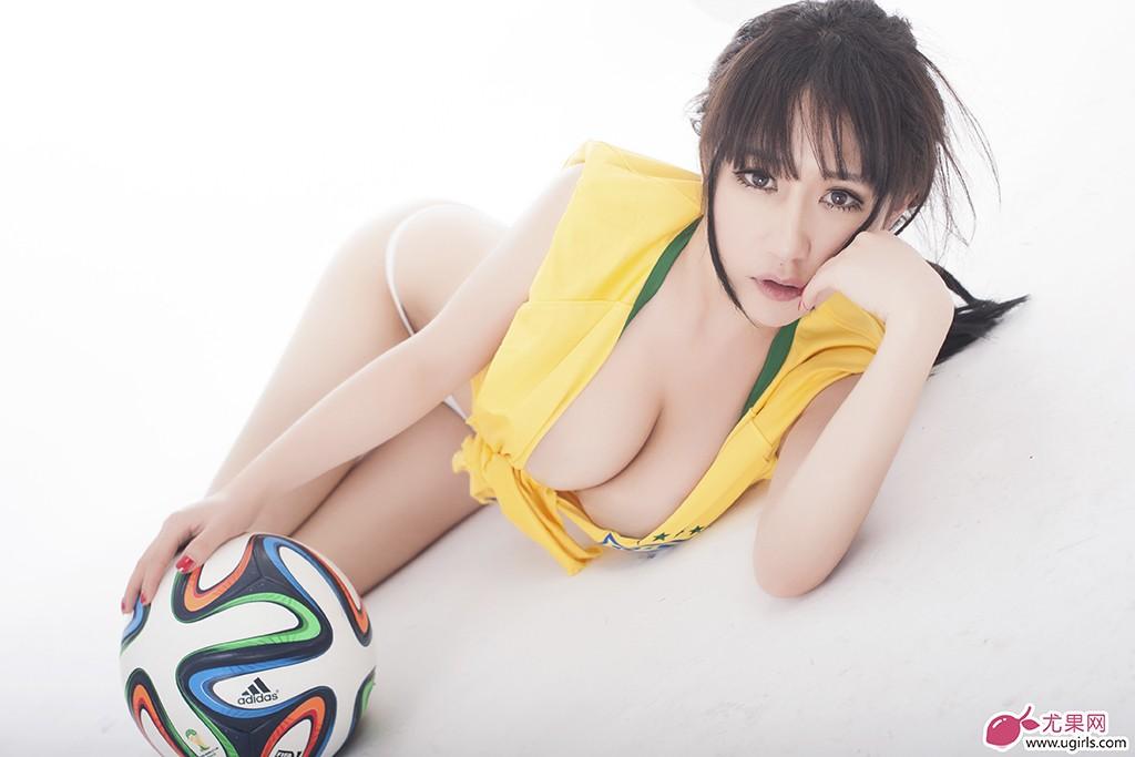 桑巴军团魅力四射,足球宝贝苏可可大秀美胸,绝对的视觉盛宴!