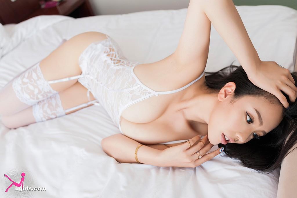 尤果网妮小妖专辑(一)很妖很迷人的小妖公主不断变换造型,或白色蕾丝甜美,或性感黑色比基尼,更在浴室上演清纯与火辣双重致命诱惑