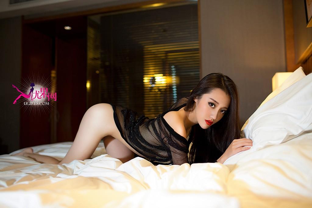 尤果女郎张冬为尤果网拍摄了一组美艳私房写真。身材高挑,冷艳性感的她酥胸半裸美腿销魂,香肩半露目光迷离,迷人的锁骨就像情欲炸药的引线,随时都会诱人有触摸、亲吻的冲动。
